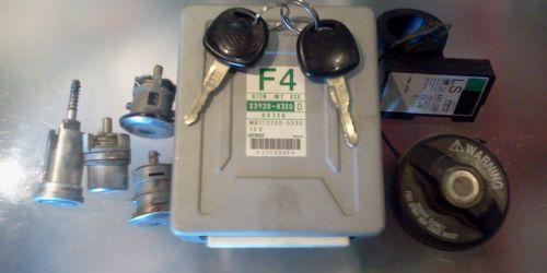 Suzuki Wagon R+ 2000-2003 - Zárszett 2 kulccsal 2 kulcs, gyújtáskapcsoló zár, jobb és bal oldali aljtózár, csomagtérajtó zár, tanksapka zár, motorkomputer, immo gyűrű.  33920-83E0 Denso 50000Ft